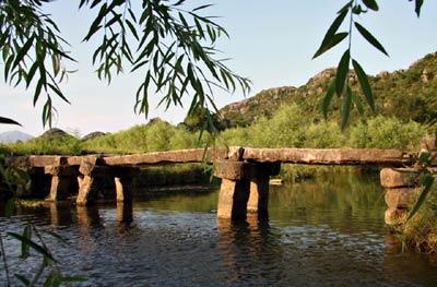 Жизнь – это мост. Любовь – это мост.